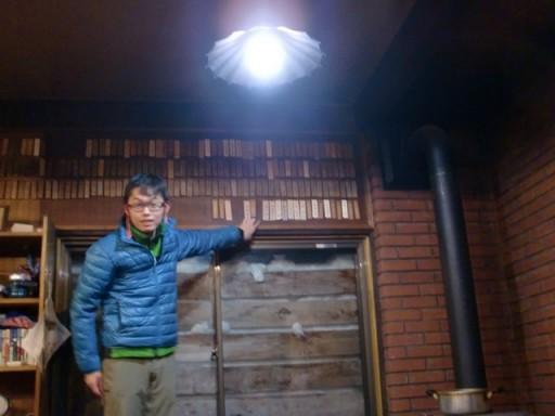 木札を掛ける1年濱田
