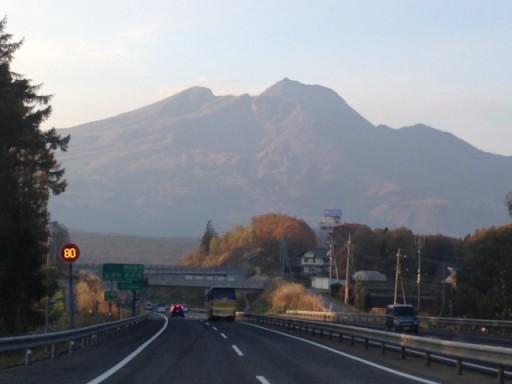 上信越自動車道から臨む妙高山