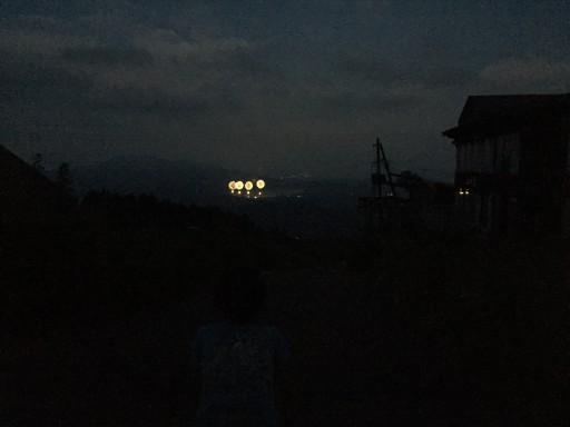 遠くに臨む野尻湖花火