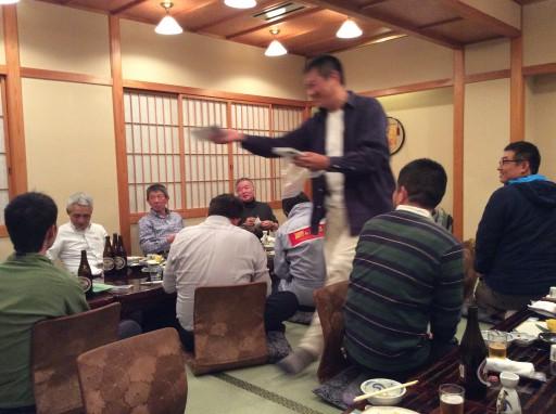 41代小杉さんは自家栽培自家製の七味唐辛子を参加者に贈呈