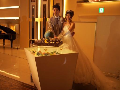 地球型のケーキに入刀
