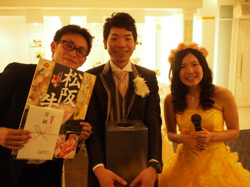 新郎新婦と60代長谷川さん